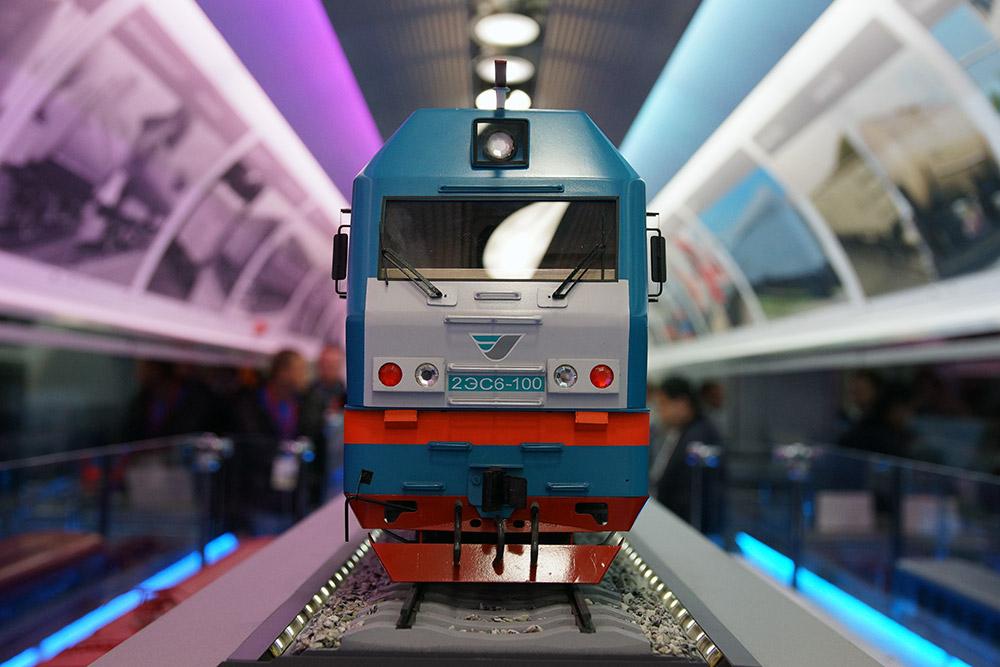 訪問者にとってもう一つのアトラクションは、スイス製のディーゼルエンジンのFLIRT(低床式電車)に試乗できることだった。