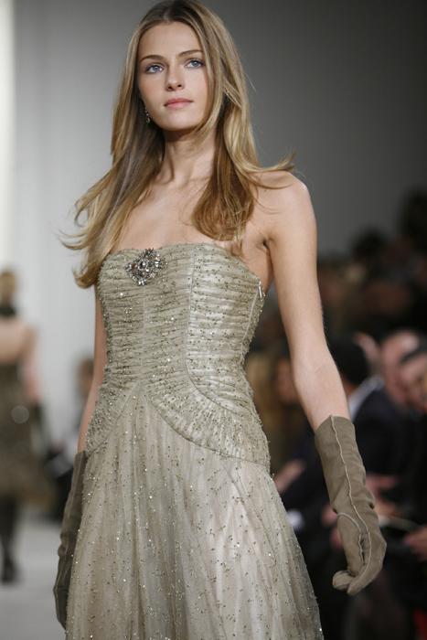 Mide 1,77 m y sus medidas se acercan al ideal, 85-61-90. A Valentina le encantan los jeans y una remera, los tacones y los vestidos de Colección Ralph Lauren.