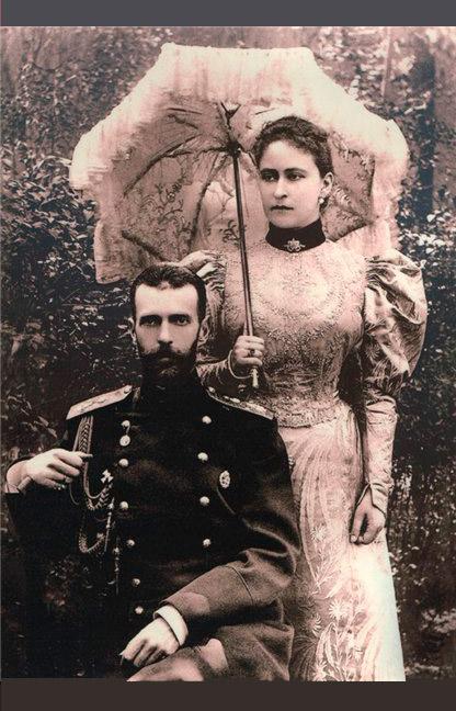 それにもかかわらず、社会主義革命闘争委員会は、セルゲイ・アレクサンドロヴィチ大公に死刑の判決を下した。1905年2月18日、大公はテロリストのイヴァン・カリャーエフが投げた爆弾によって暗殺された。/ 夫の死後、喪に服すエリザヴェータ・フョードロヴナ。