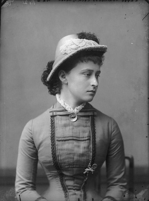 幼少期よりエリザヴェータは信心深く、母と共に慈善活動に参加した。孤独に過ごしたこのドイツ人大公女は、結婚に向いていないようであった。