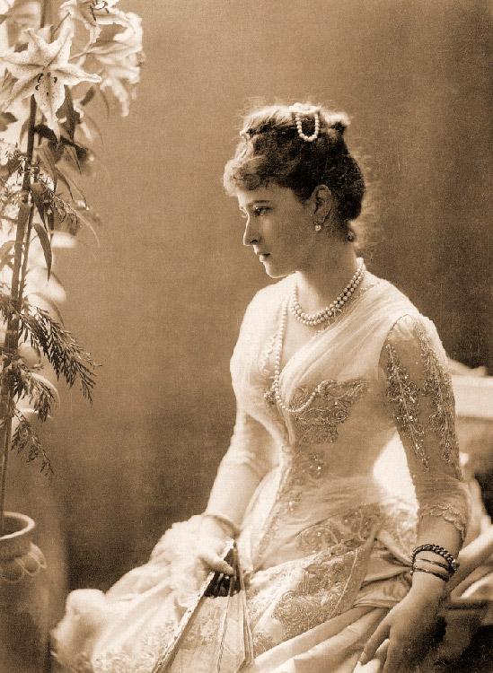 セルゲイ・アレクサンドロヴィチはきわめて信仰心が深い人物だった。彼女の夫が示した規範はエリザヴェータに多大な影響を与え た。その結果、ダルムシュタットの父親と家族の反対にもかかわらず、彼女はロシア正教に改宗することを決意した。