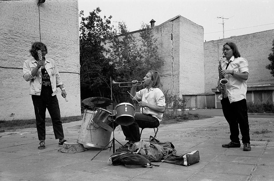 1980年代には、ソビエト連邦にロックバンドが出現し始めた。彼らのファンは、たいていアルバートに集まった。ここで彼らはギターを弾きレコードを交換し合った。