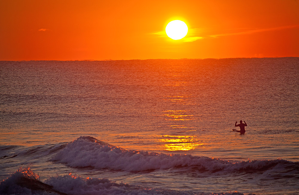 """Eine Reise der Zeitschrift """"Surfer"""" mit den Surf-Gurus Keith Malloy und Dane Gudauskas hierher bereitete Surfern aus dem Westen den Weg."""