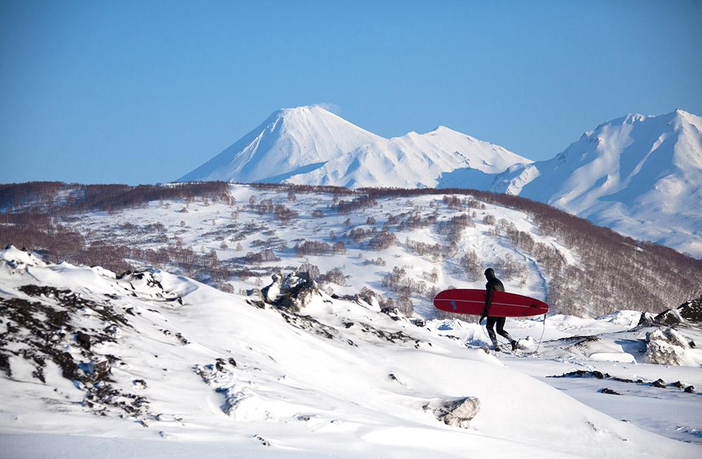 Der Winter dauert in Kamtschatka neun Monate. Hier sind nur wilde, leere Strände und das Meer. Doch das ist die einzige Region Russlands, in der es echte Ozeanwellen gibt. Nur wenige Menschen wissen das.
