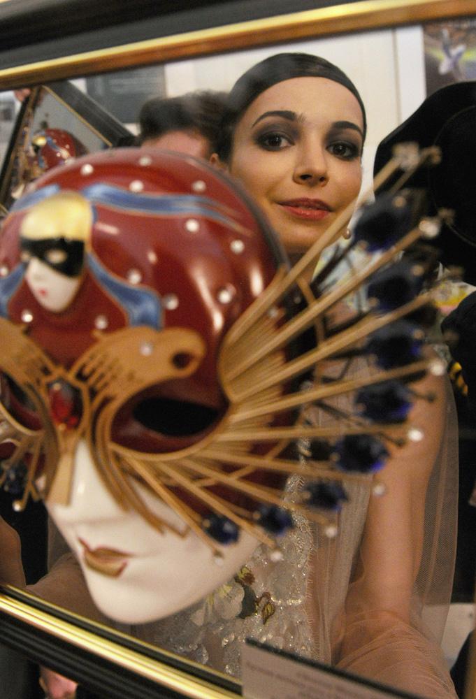 2013年2月17日、ローザンヌでモーリス・ベジャールの伝説的な「ボレロ」を踊った。ロシアの招待バレリーナがモーリス・ベジャールのバレエ団と公演したのは、マイヤ・プリセツカヤ以来四半世紀ぶり。