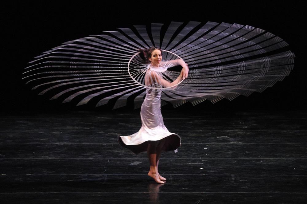 Diana Wischnjowa wurde am 13. Juli 1976 in Leningrad in einer Ingenieurs- und Chemikerfamilie geboren. Im Alter von sechs Jahren trat sie einer choreografischen Gruppe im Pionierpalast bei, im Jahr 1987 begann sie ihre Tanzausbildung in der Agrippina-Waganowa-Akademie für russisches Ballett. 1994 trug Wischnjowa ihren ersten Sieg im Internationalen Wettbewerb für junge Tänzer in Lausanne davon, wo sie gleichzeitig mit dem Gran Prix und der Goldmedaille ausgezeichnet wurde. Nach Wischjowa gelangte kein weiterer Teilnehmer an diesem Wettbewerb zu solcher Ehre.