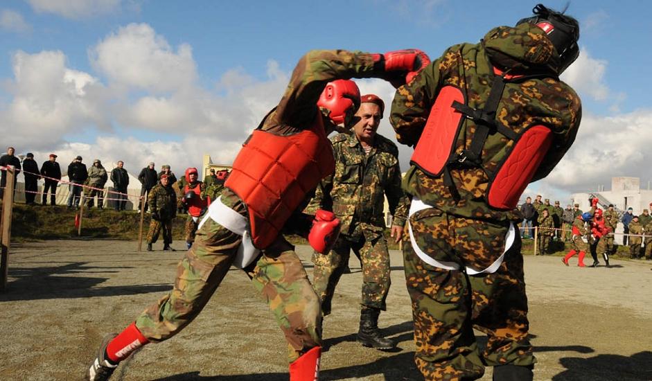 11/13. Црвена беретка је део униформе војника и сарадника војних јединица за специјалне операције при Министарству унутрашњих послова.