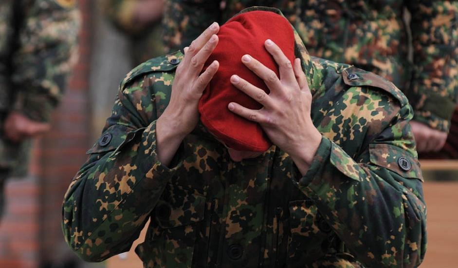 12/13. Овакву беретку жели и њоме се поноси сваки припадник специјалних јединица иако своме власнику она не пружа никакве привилегије у односу на остале војнике.