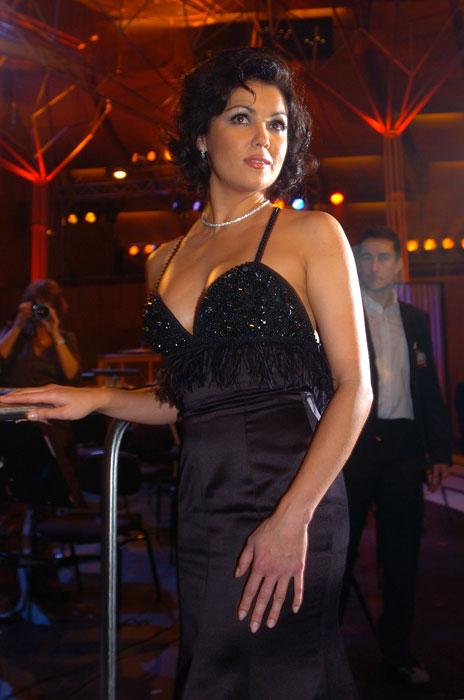 """Anfang 2008 drehte der Regisseur Robert Dornhelm den Opernfilm """"La Bohème"""" mit Anna Netrebko in einer der Hauptrollen. Sie spielte auch eine kleinere Rolle in dem Hollywoodfilm """"Plötzlich Prinzessin 2""""."""