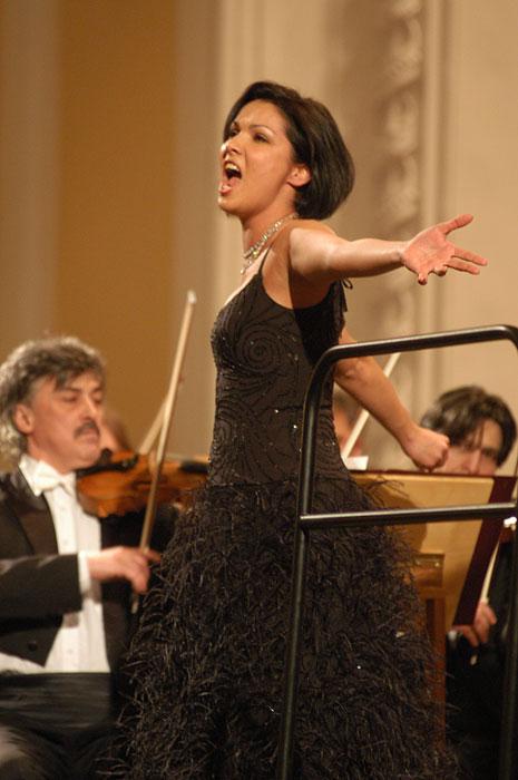 Ende 2007 heiratete Anna Netrebko den uruguayischen Opernsänger Erwin Schrott. Im November 2013 trennte sich das Paar.