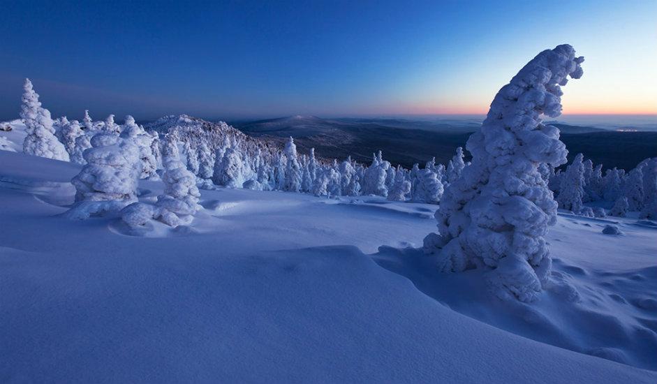 Zora u nacionalnom parku Taganaj / Nacionalni park Taganaj nalazi se na južnom Uralu. Prostire se u zapadnom dijelu Čeljabinske oblasti. Najbliži grad je Zlatoust. Dragocjeni ekosustav parka, koji obuhvaća planinske tundre, livade, subalpske šume i reliktne šume, sačuvao je svoj drevni izgled. Površina mu je 568 km².