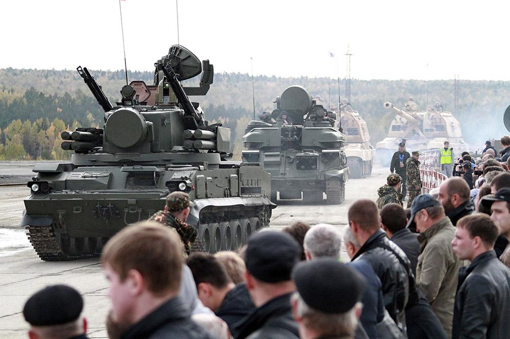 大規模なNATOの公式代表団を含め、多くの外国代表団がRAE 2013に出席した。軍事産業部門と軍事技術協力を管轄するドミトリー・ロゴージン副首相によると、RAE 2013 は期待に応え、ロシアの防衛産業は成果を最大限見せることができた。