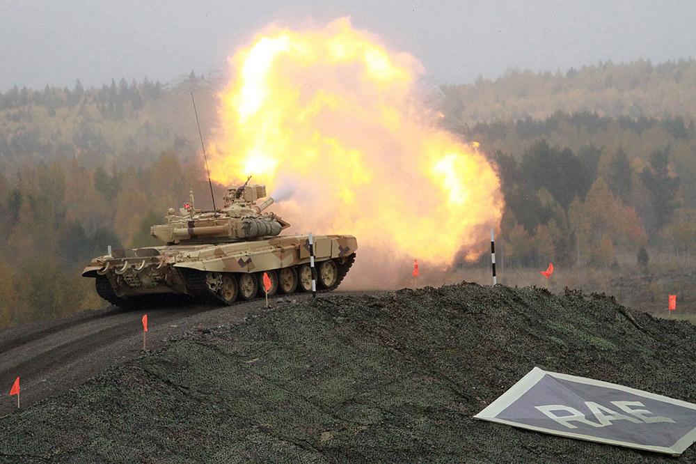 RAE 2013の主催者によると、この迷彩色を見れば、将来のバイヤー達は、ロシアの戦闘車両が完全に山岳や砂漠地形に適していると納得するだろうという。