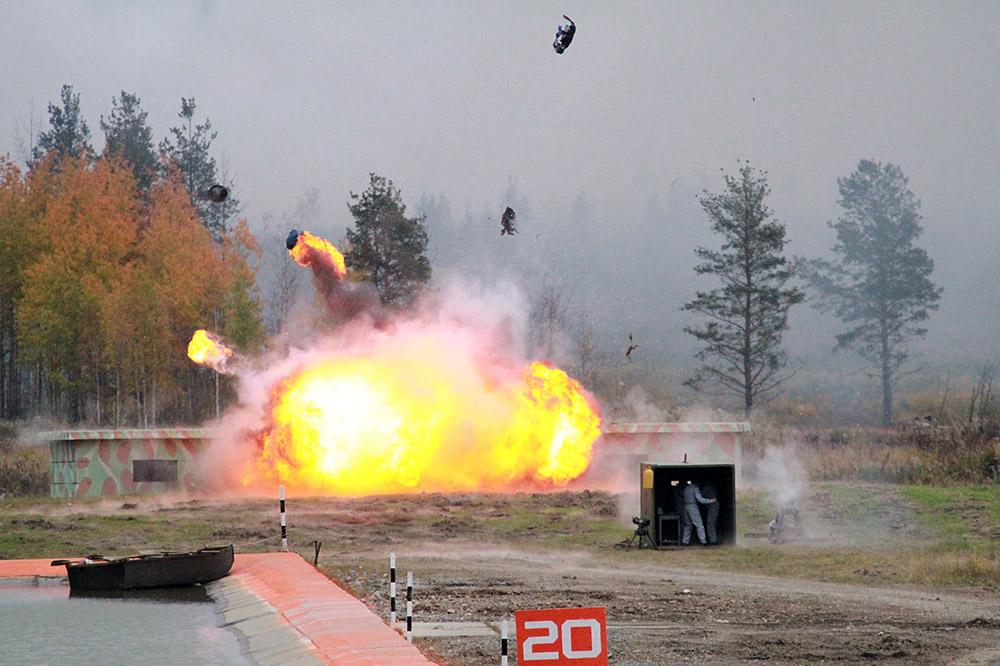 """SPMは""""超""""装甲の装軌消防車両だ。T-72とT-80の戦車の部品から作られ、3人の乗組員で操作するか、遠隔制御ロボットとして使える。"""