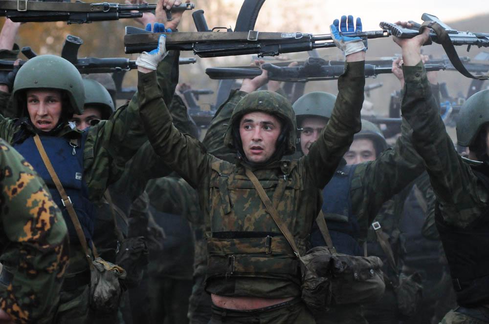 「スペツナズ」(特殊任務部隊)の栗色のベレー帽をかぶる資格を手にするための入隊試験が行われ、軍の部隊や特別部隊の師団から70人の軍人たちがノヴォシビルスク州に集結した。この試験は、ロシア内務省軍・シベリア地域司令部の管轄下にあたるイェルマーク特殊任務部隊のユ ニットがあるゴルニイ(山)教育センターで実施された。