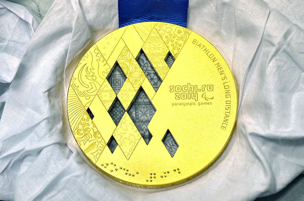 完成すると、パラリンピックのメダルはこのようになる。
