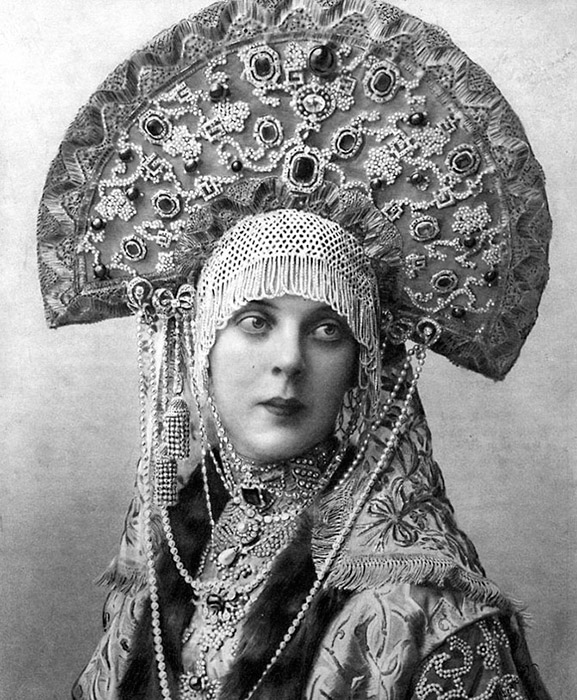 On top, the crest was decorated with ornaments: artificial or fresh flowers, brocade, lace, beads, river pearls (as of the 16th century, they were gathered from Lake Ilmen), gold threads, foil, glass, or precious stones. The neck was often covered in golden threaded embroideries. / Princess Orlova-Davydova's kokoshnik at a costume ball in 1903.