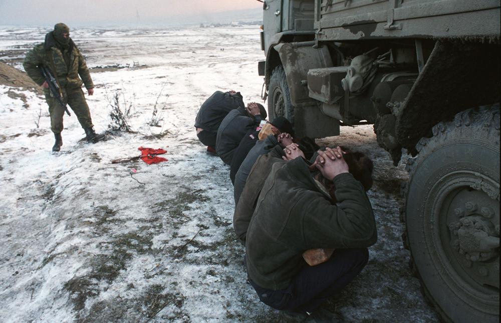 「掃討作戦」グロズヌイ、チェチェン共和国。2000年、時事部門第一位。//ウラジーミル ・ヴァレングリン