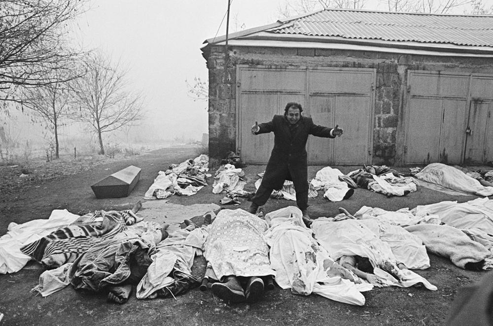 「限りない絶望」アルメニアの地震後、1988年12月7日にスピタクで撮影。1988年、時事部門第二位。//アレクサンドル・コパチョフ
