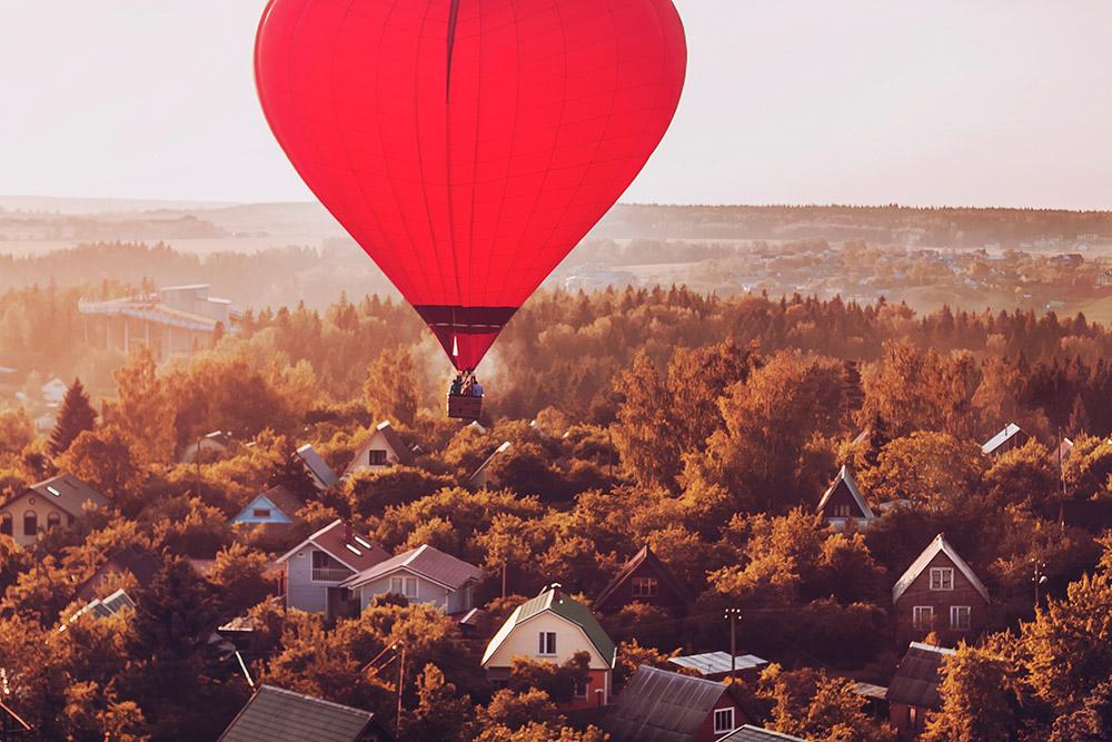 気球で飛びたい人は誰でも乗ることができる。例えば、モスクワ周辺を飛び回り、ダーチャ(ロシアの別荘)を見る事も出来る。