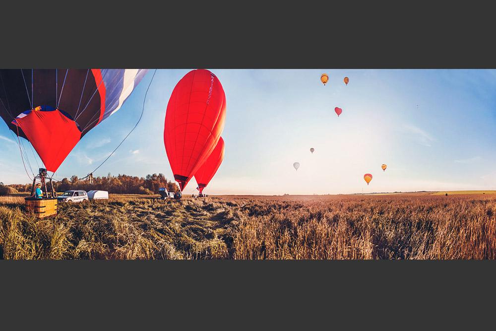 その14年後、 1797年10月22日にアンドレ=ジャック・ガルヌランはパリのモンソー公園の上空約1キロから飛び降り、パラシュートで気球からジャンプした最初の人となった。それは216年前の事だった。