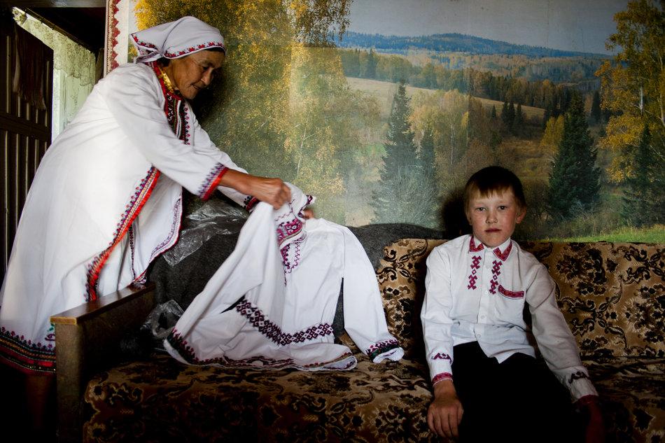 Narod Mari Ela, Marijci jedan su od najstarijih naroda koje žive u Ruskoj Federaciji. To je Ugro-finski narod koji naseljava današnji europski dio Rusije, naseljen još od prethistorijskih vremena. Arheološki nalazi iz prvog tisućljeća prije nove ere sačuvani su na teritoriju republike.