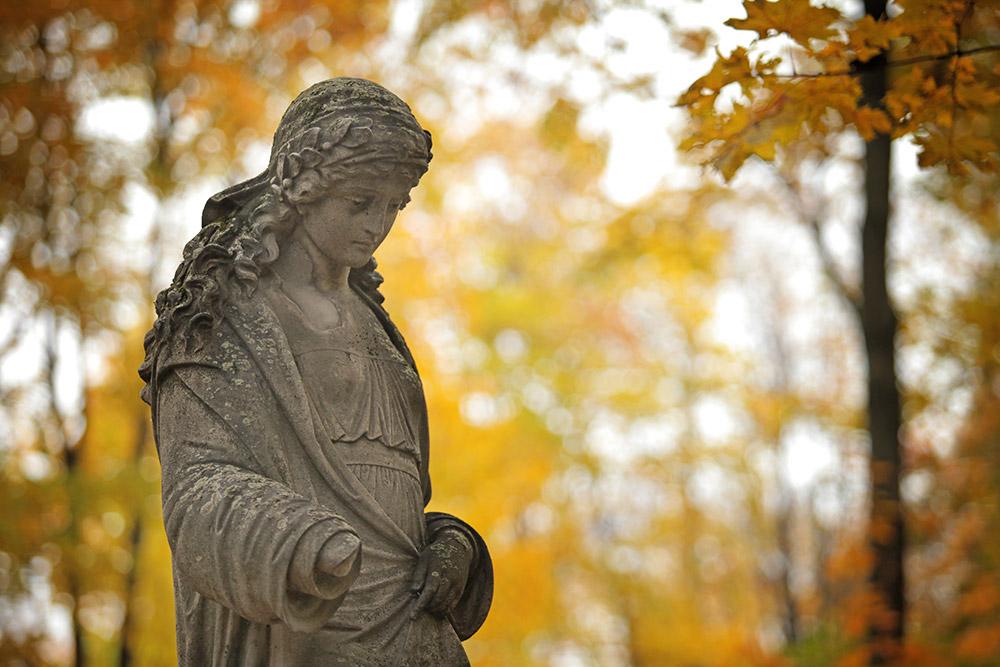 モスクワで最も画趣に富む場所の一つであるヴヴェデンスコエ墓地へようこそ。