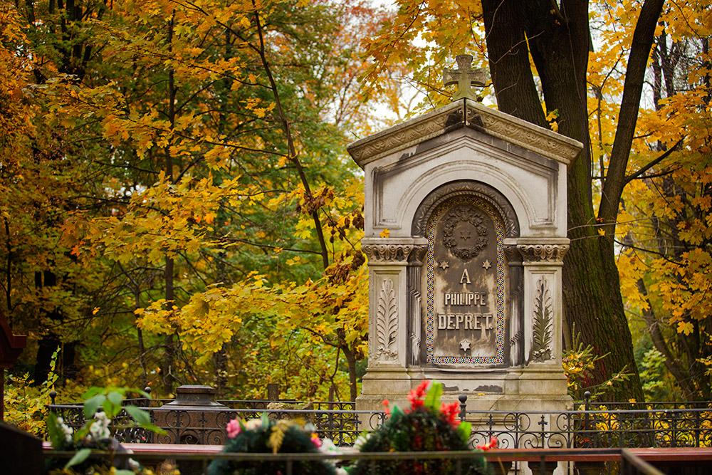 朝になり管理人が門を開けると、何もなかったかのように、にこやかな少女が出てきた。しかし、タマラの姿はなく、ヴヴェデンスコエ墓地に彼女が現れる事は二度となかった。