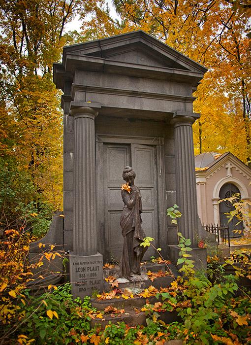 モスクワではヴヴェデンスコエ墓地に関する伝説がいくつかある。例えば―。教会のそばで、施し物を受け取る為にコップを持って立っていたタマラは、この墓地を訪れた。教会の近くに庵室のようなテントを作った。