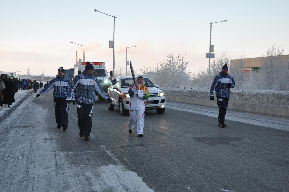 聖火ランナー達は聖火を持って走っただけではなく、スケートやスキーでもリレーを行なった。
