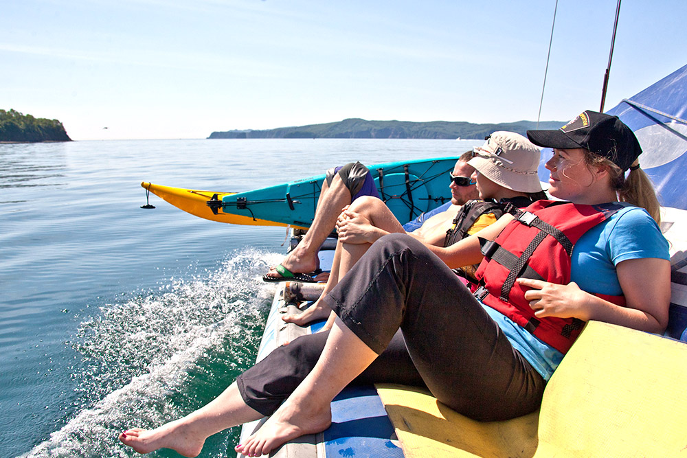 Anyone who wants to can learn to ride a kayak in Kamchatka. The KamchatKAyaking Club exists just for this purpose in the city of Petropavlovsk-Kamchatsky (the administrative center of Kamchatka Krai which is situated on the shores of Avacha Bay).