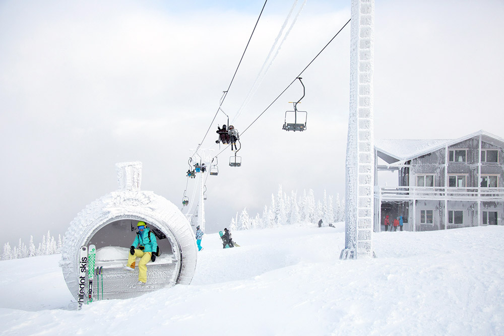 Sheregesh is the most famous ski resort in Russia. It's located in the south of Siberia, 5 km from the eponymous village in Kemerovskaya Oblast' (3,876 km from Moscow).