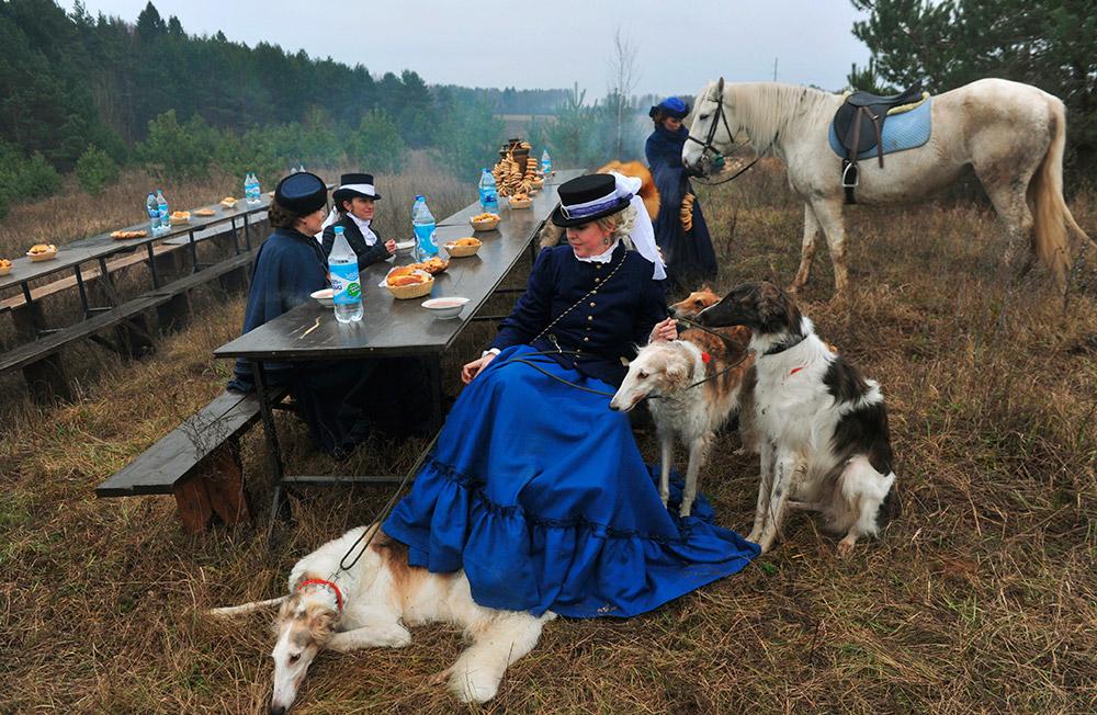 貴族の狩猟には、鷹狩りと猟犬狩りの二種類があった。古代より、鷹狩りは貴族の娯楽として世界中で有名であり、ロシアの貴族の楽しみであった。