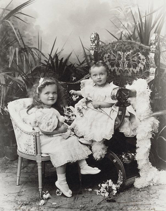 All the children were  raised together in the Imperial Palace . As Empress Alexandra Fyodorovna's close friend Anna Vyrubova recalls, their oldest daughter Olga had a strong, straightforward character. / Emperor Nikolai II's two oldest daughters: Princesses Olga (left) and Tatiana
