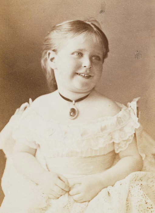 Alexandra Fyodorovna, the future wife of Emperor Nikolai II, at the age of 3.