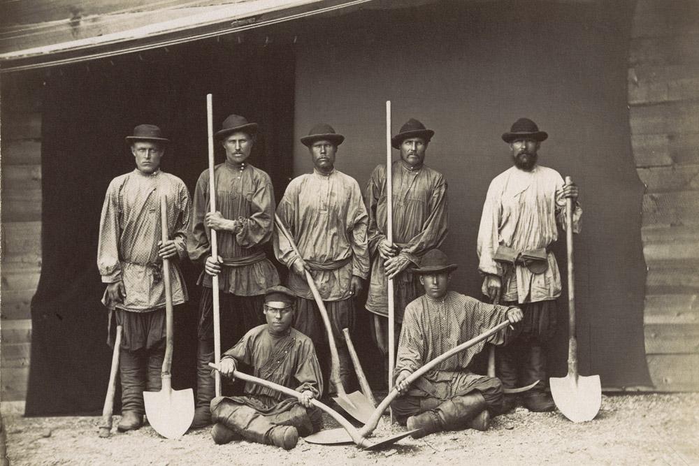 Mineros en el río Amur, principios de la década de 1880.