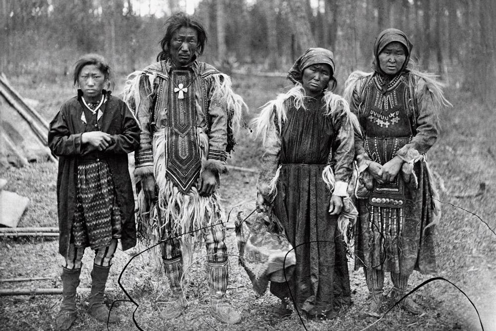 Nómadas pastores de renos, miembros del pueblo evenki, cerca del río Ob, en el oeste de Siberia, 1888.