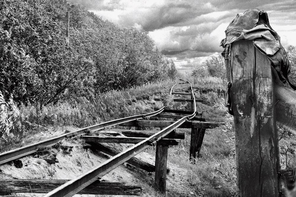 Vía Salejard-Igarta abandonada, antigua ruta hacia el gulag, en el noroeste de Siberia, 1977.