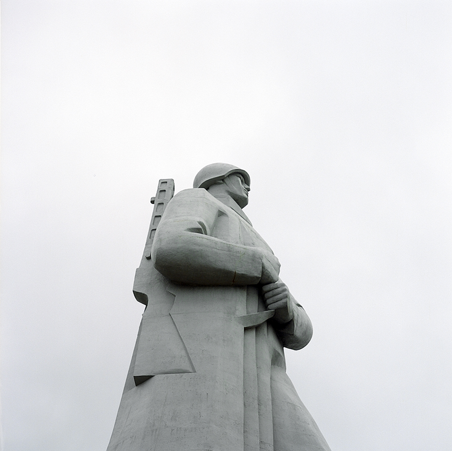 Not far from Fools' Mountain is to the soldier Alyosha (a memorial to the defenders of the Soviet Arctic during World War II). This diminutive name is a bit odd for such an enormous monument that you can see from different of Murmansk.