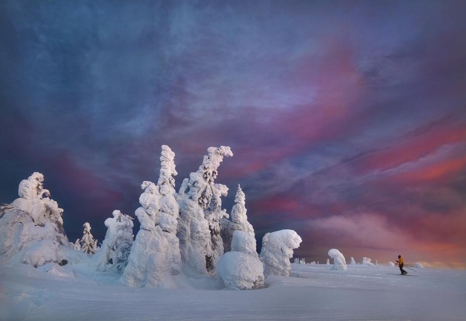 Zimske temperature ustvarjajo neverjetne pojave. V mrazu se lahko med drugim zgodi pojav, ki mu Jakuti pravijo »zvezdni šepetalec«. Ljudje stalno slišijo mehko šumenje svoje sape, saj ta takoj zmrzne.
