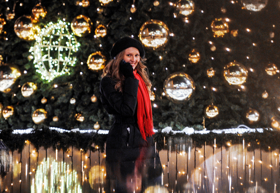 A girl next to a Christmas tree on Chistoprudny Boulevard in Moscow.