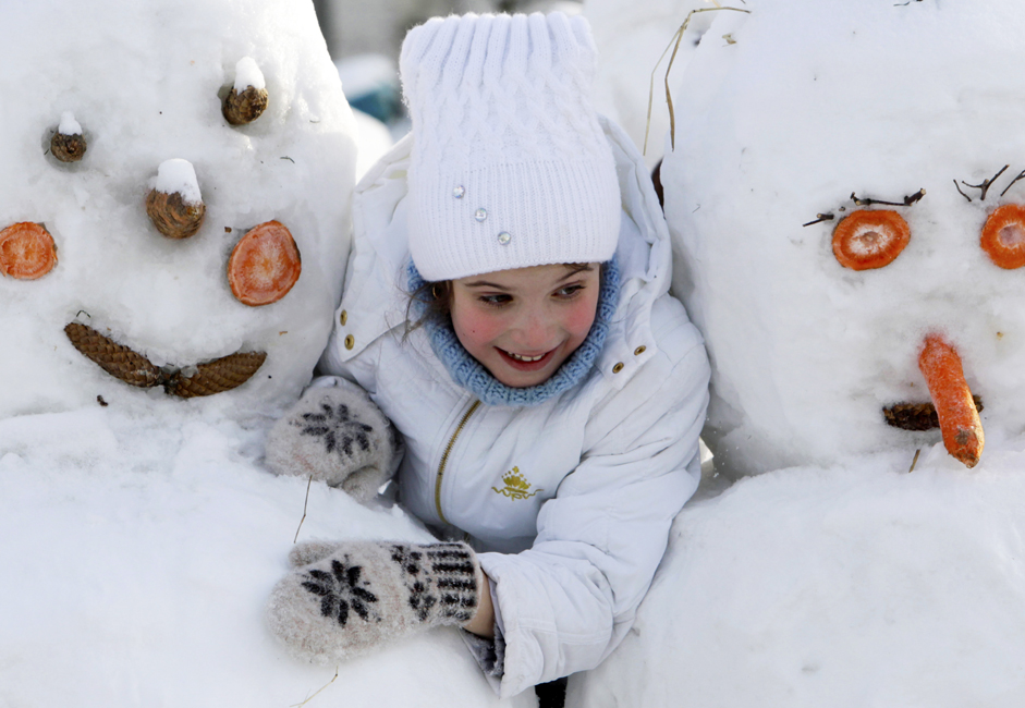 One of the main winter amusements is building a snowman. According to one version, the tradition is associated with ancient Slavic beliefs in the existence of spirits that controled the clouds, fog, and snow, and celestial maidens that lived in the air. It is in their honor that our ancestors made figures out of snow.