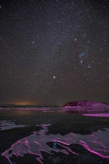 Do Bajkalskog jezera dolazi se avionom ili željeznicom. Do gradova u blizini ovog jezera, kao što su Irkutsk ili Ulan Ude, može se stići i autobusom ili automobilom.