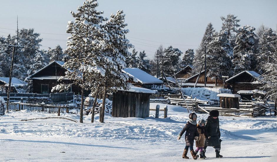 4/13. Њена креаторска радионица налази се у малом селу у рејону Горни Улус. Тачније, смештена је ван центра села и окружена магичном зимском шумом.