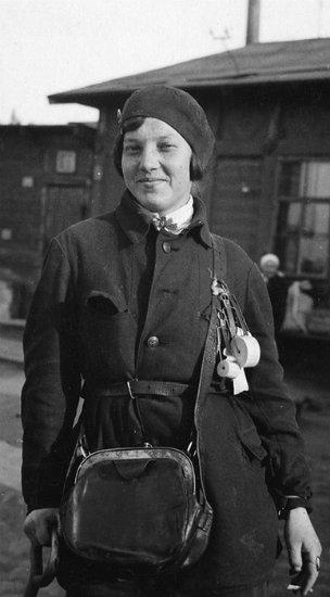 """""""Život je postao bolji, život je postao sretniji!"""" – ovu poznatu frazu izgovorio je Staljin 17. siječnja 1935. u svom obraćanju delegatima na Prvom svesovjetskom skupu radnika i radnica."""
