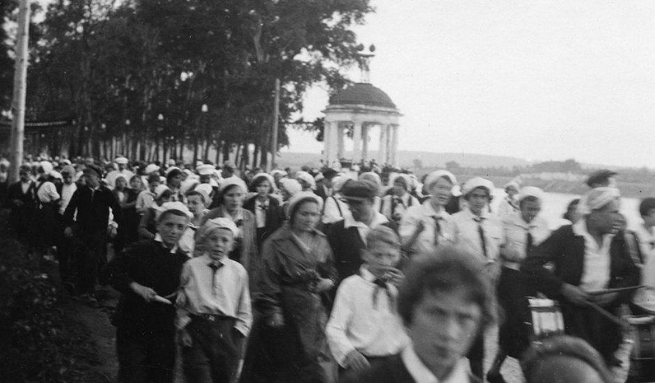"""Fotografija snimljena u Centralnom parku kulture i odmora """"Gorki"""" (isto ime dobili su parkovi otvoreni u 10 gradova Sovjetskog Saveza)."""