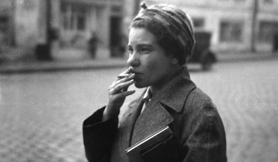 """U skladu s tadašnjom politikom """"željezne zavjese"""", 9. lipnja 1935. Staljin je donio zakon kojim je onima koji bi prebjegli preko granice prijetila smrtna kazna. Čak su i rođaci odbjegle osobe bili kažnjavani."""