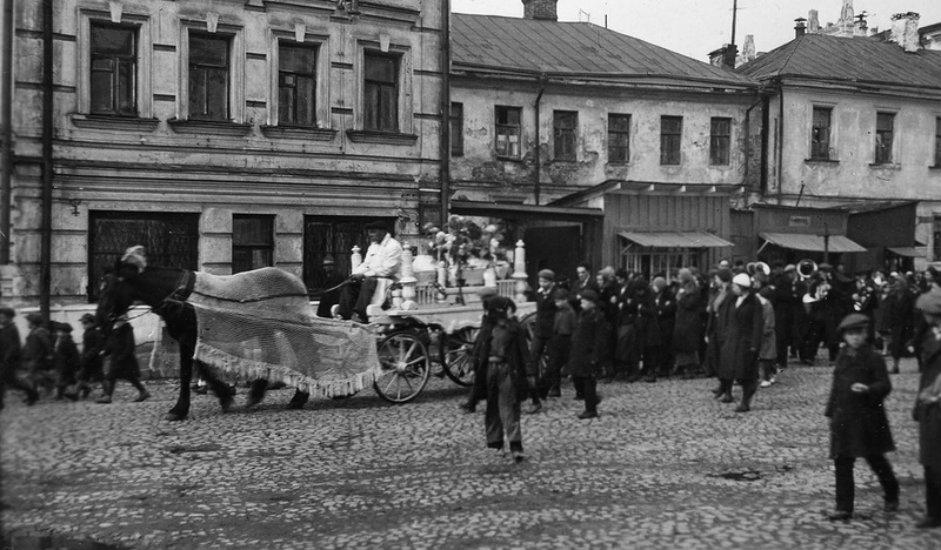 """Dok je boravio u Londonu, radio je u uređivačkom odboru novina """"Norsk Tidend"""", službenog glasila norveške vlade u egzilu. Od 1957. dolazi u grad Bergen kao dopisnik lista """"Dagbladet""""."""