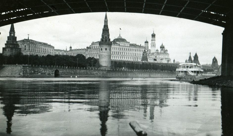 Na Spaskoj kuli Kremlja prva petokraka zvijezda postavljena je 25. studenog 1935.