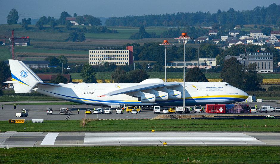 """1/15. АН-225 је највећи теретни авион на свету. Максимална полетна маса ове летелице износи 640 тона. Конструисан је првенствено за транспорт """"Бурана"""", совјетског вишекратног космичког брода. Данас је направљен само један примерак овог ваздухоплова."""
